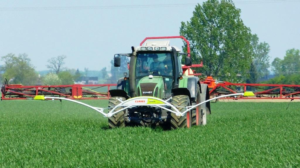 Claas Crop Sensor, встановлений перед трактором